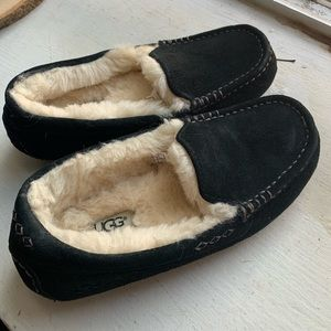 Black ugg slippers NWOT